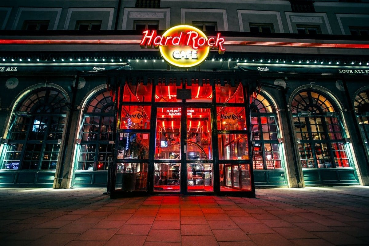 operations management strategy of hard rock cafe Hard rock has many support departments available to assist you from hr & training, sales & marketing, culinary support, supply chain, merchandise, quality assurance, business management and strategic analysis to design and construction.