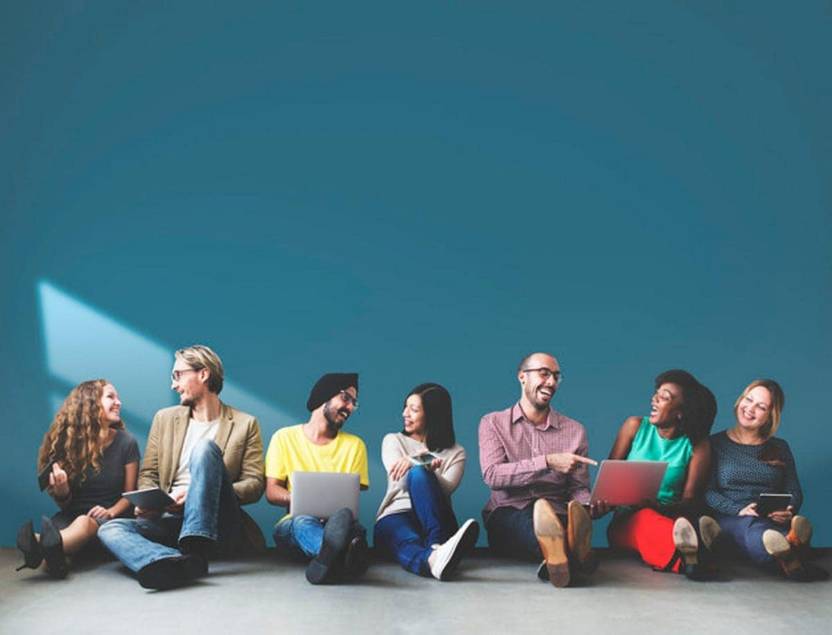 How To Be Social? 10 Ways to be Social and Socialize better