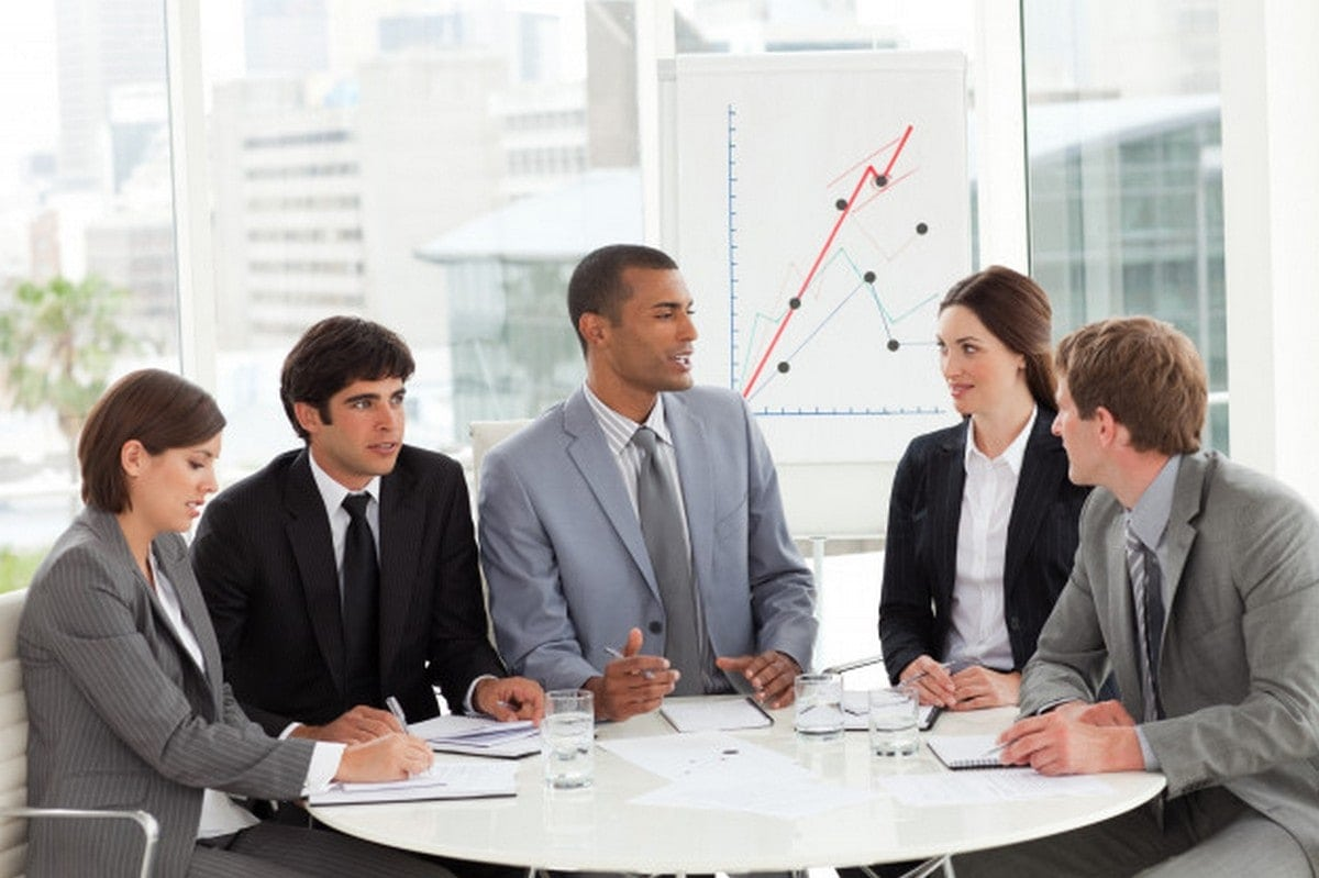 Who are Sales Associates? Responsibilities of Sales Associates