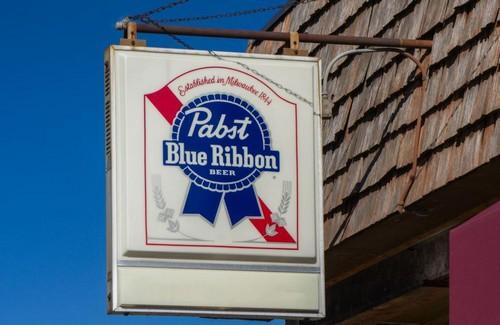 #17 Pabst Blue Ribbon 1844