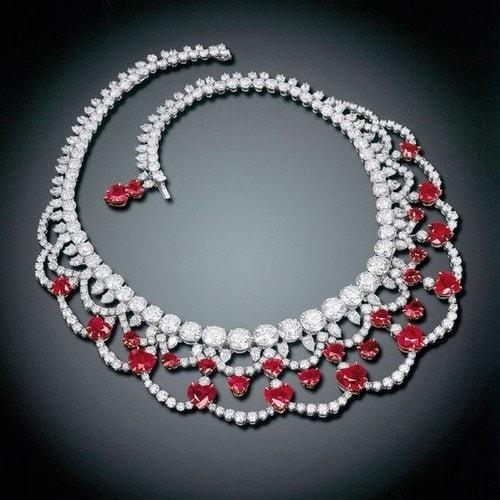 أغلى المجوهرات - قلادة رائعة من الياقوت والألماس