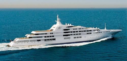 #8. Dubai Expensive Yacht