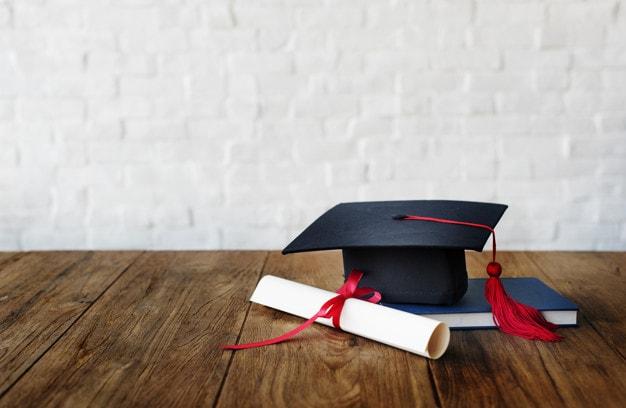 Educational Qualifications of an HR Specialist